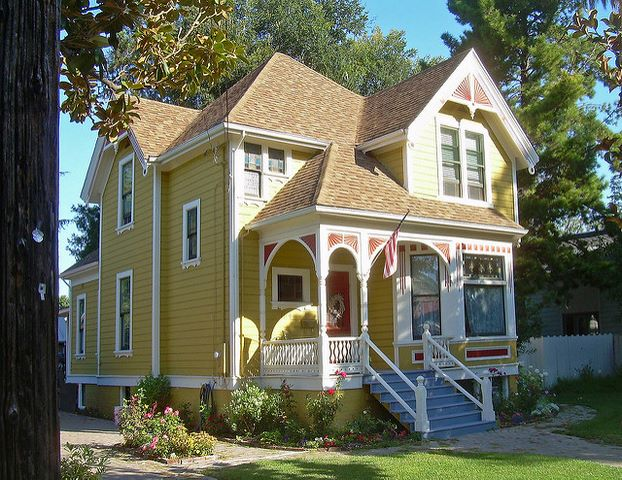 Pic of Victorian house colors exterior ideas - Painting a Victorian House Exterior